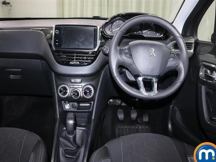 Peugeot 2008 footwell.jpg
